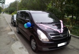 Hyundai H1 (Минивэн бизнес-класса)хендай H1) черный, белый